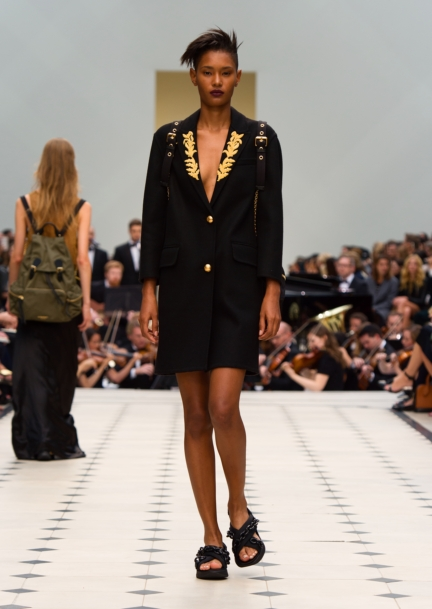 burberry-womenswear-s_s16-collection-look-9