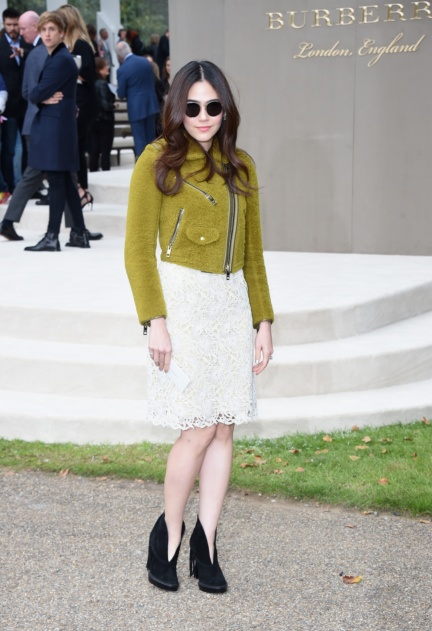araya-a-hargate-wearing-burberry-at-the-burberry-womenswear-s_s16-show