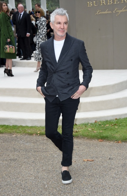 baz-luhrmann-wearing-burberry-at-the-burberry-womenswear-s_s16-show