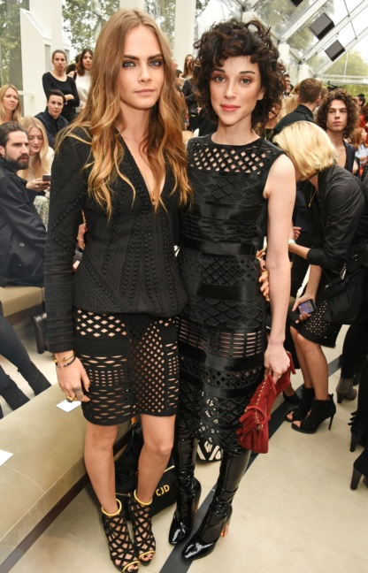 cara-delevingne-and-annie-clark-at-the-burberry-womenswear-s_s16-show