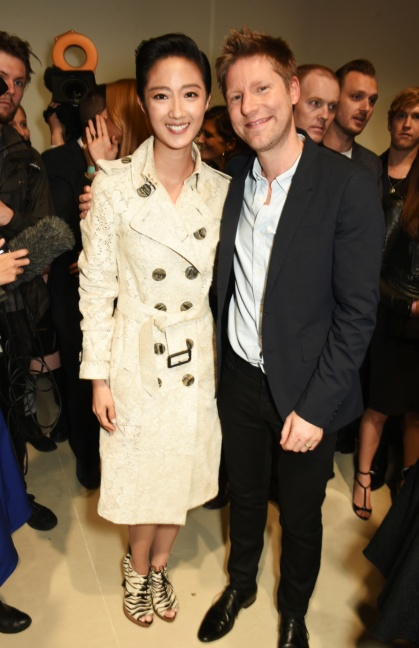 christopher-bailey-and-guey-lun-mei-at-the-burberry-womenswear-s_s16-show