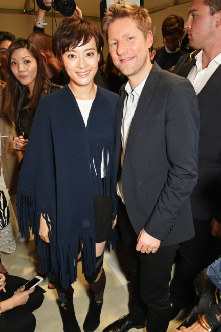 christopher-bailey-and-sun-li-at-the-burberry-womenswear-s_s16-show