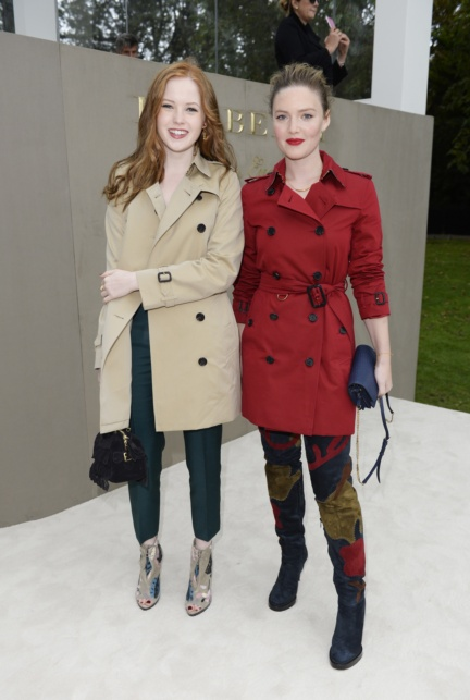 ellie-bamber-and-holliday-grainger-wearing-burberry-to-the-burberry-womenswear-s_s16-show