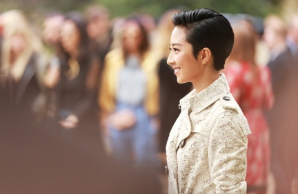 guey-lun-mei-at-the-burberry-womenswear-s_s16-show
