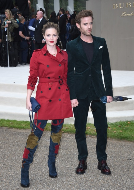 holliday-grainger-and-harry-treadaway-wearing-burberry-at-the-burberry-womenswear-s_s16-show