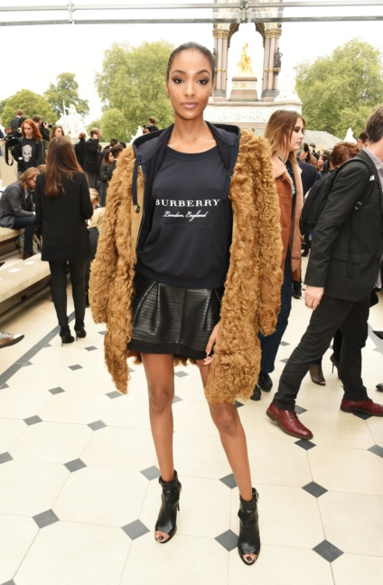jourdan-dunn-wearing-burberry-at-the-burberry-womenswear-s_s16-sho_001