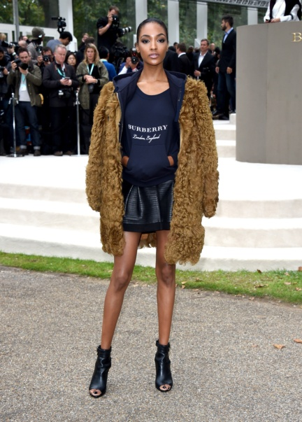 jourdan-dunn-wearing-burberry-at-the-burberry-womenswear-s_s16-sho_002