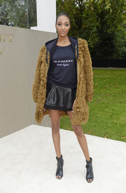 jourdan-dunn-wearing-burberry-to-the-burberry-womenswear-s_s16-show