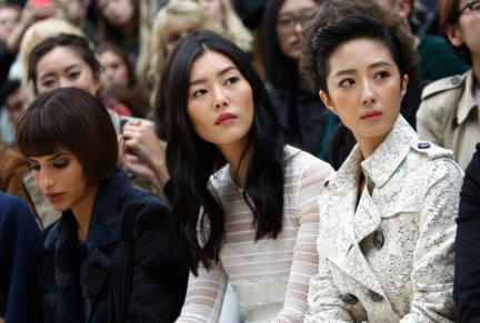 liu-wen-and-guey-lun-mei-on-the-front-row-at-the-burberry-womenswear-s_s16-sho_001