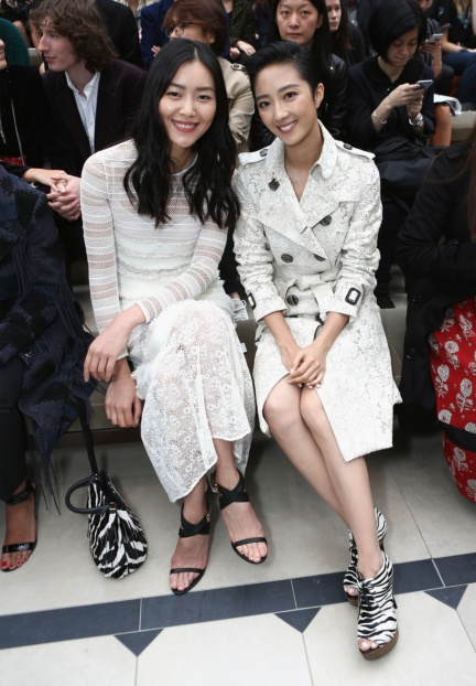 liu-wen-and-guey-lun-mei-on-the-front-row-at-the-burberry-womenswear-s_s16-sho_002
