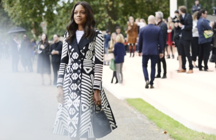 naomie-harris-at-the-burberry-womenswear-s_s16-show