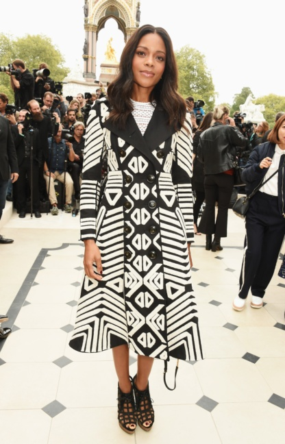 naomie-harris-wearing-burberry-at-the-burberry-womenswear-s_s16-show
