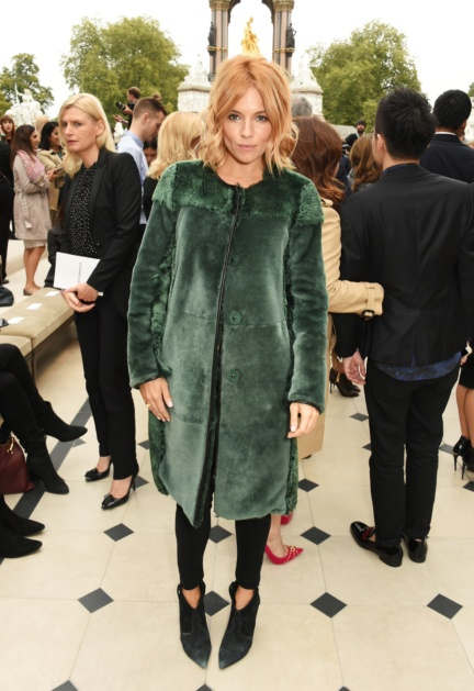 sienna-miller-wearing-burberry-at-the-burberry-womenswear-s_s16-sho_001