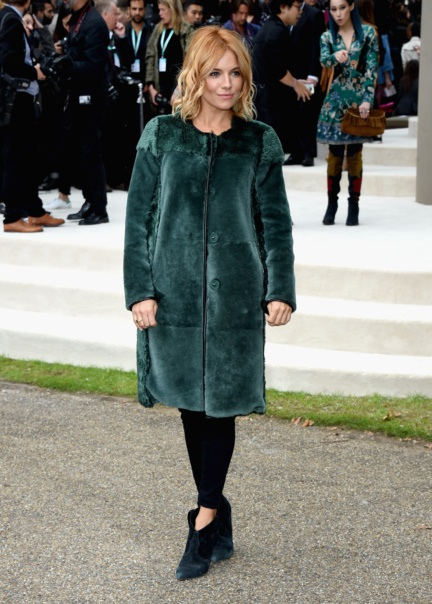 sienna-miller-wearing-burberry-at-the-burberry-womenswear-s_s16-sho_002