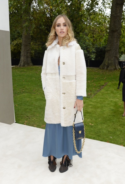 suki-waterhouse-wearing-burberry-to-the-burberry-womenswear-s_s16-show
