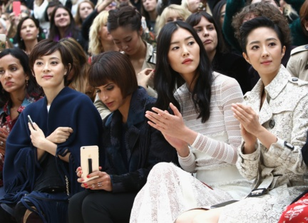 sun-li-liu-wen-and-guey-lun-mei-on-the-front-row-at-the-burberry-womenswear-s_s16-sho_002