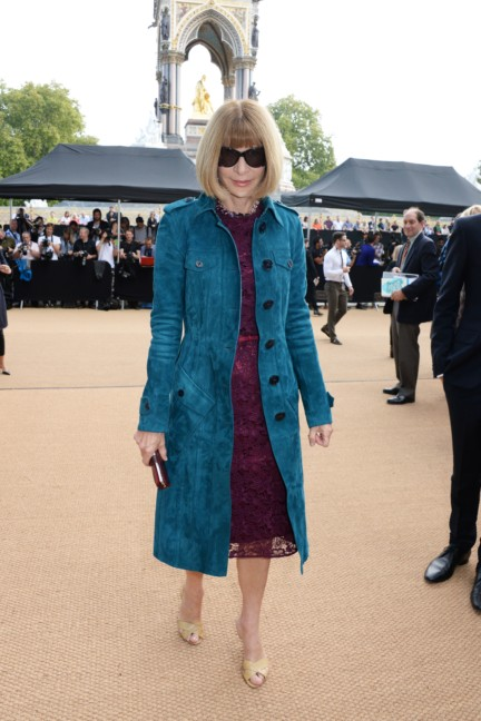 anna-wintour-wearing-burberry-at-the-burberry-prorsum-womenswear-spring_summer-2015-show