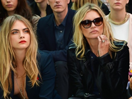cara-delevingne-and-kate-moss-wearing-burberry-at-the-burberry-prorsum-spring_summer-2015-show
