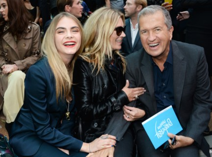 cara-delevingne-kate-moss-and-mario-testino-on-the-front-row-of-the-burberry-prorsum-spring_summer-2015-sho_003