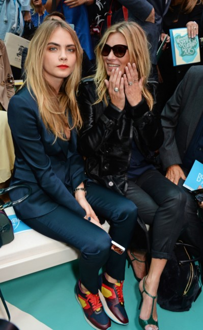 cara-delevingne-kate-moss-on-the-front-row-of-the-burberry-prorsum-spring_summer-2015-show