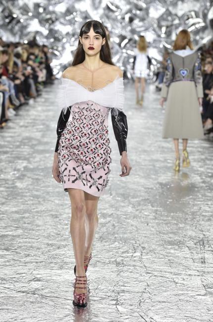 mary-kantrantzou-london-fashion-week-aw-16-runway-10