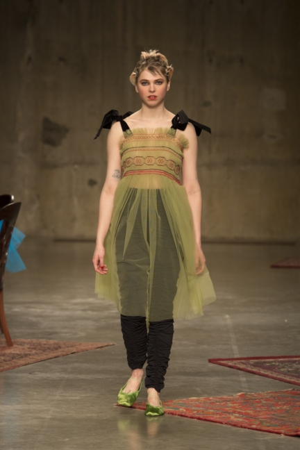 molly-goddard-london-fashion-week-autumn-winter-17-27