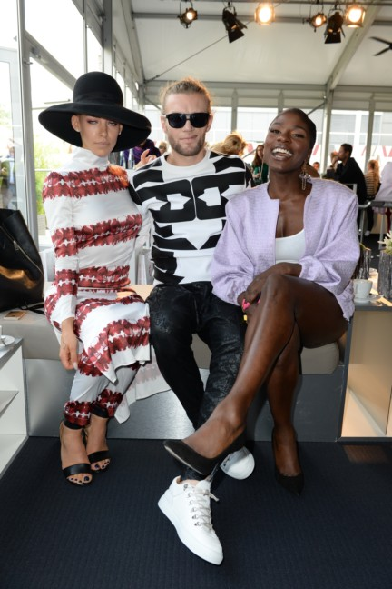 ss-2015_fashion-week-berlin_de_alina-suggeler-andi-weizel-and-nikeata-thompson_47820