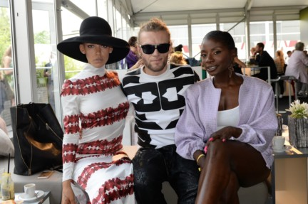 ss-2015_fashion-week-berlin_de_alina-suggeler-andi-weizel-and-nikeata-thompson_47821