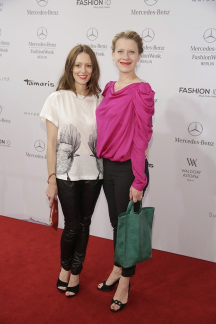 ss-2015_fashion-week-berlin_de_lavinia-wilson-and-caroline-peters_48200