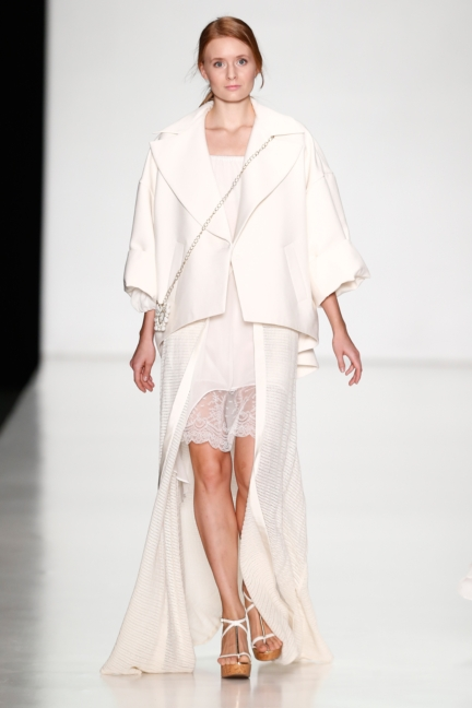 ss-2014_mercedes-benz-fashion-week-russia_ru_laroom_44489