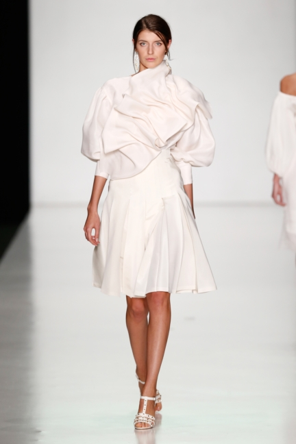 ss-2014_mercedes-benz-fashion-week-russia_ru_laroom_44497
