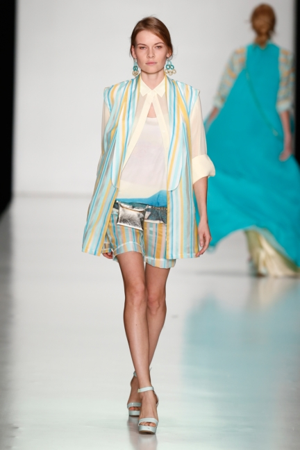 ss-2014_mercedes-benz-fashion-week-russia_ru_laroom_44508