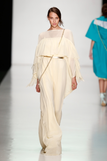 ss-2014_mercedes-benz-fashion-week-russia_ru_laroom_44510