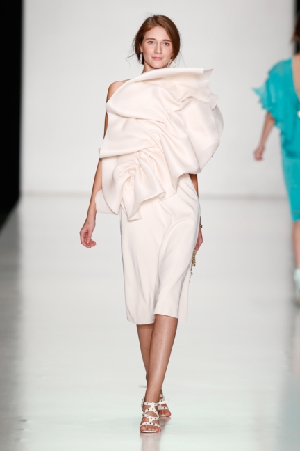 ss-2014_mercedes-benz-fashion-week-russia_ru_laroom_44511
