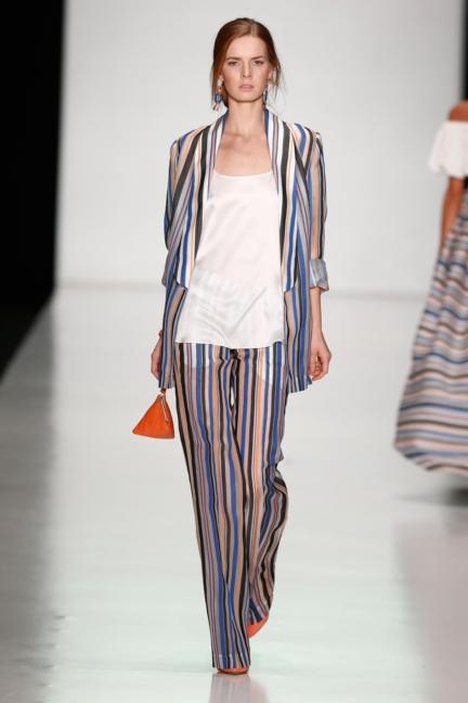 ss-2014_mercedes-benz-fashion-week-russia_ru_laroom_44518