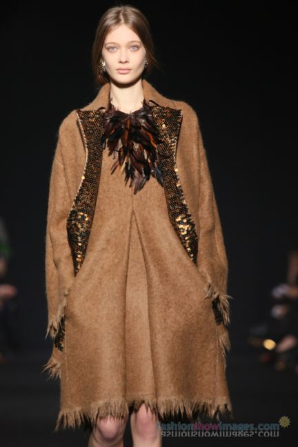 alberta-ferretti-milan-fashion-week-autumn-winter-2014-00067
