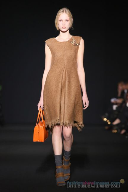 alberta-ferretti-milan-fashion-week-autumn-winter-2014-00083