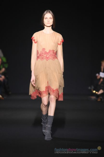 alberta-ferretti-milan-fashion-week-autumn-winter-2014-00110