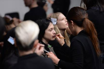 backstage-maxmara-milan-fashion-week-autumn-winter-2014-00042