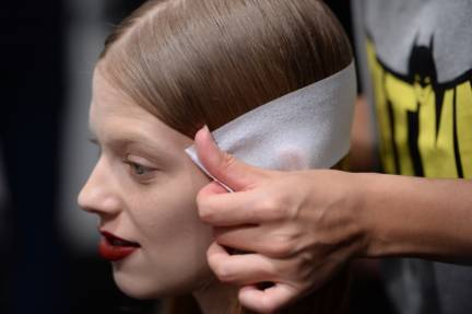 backstage-maxmara-milan-fashion-week-autumn-winter-2014-00048