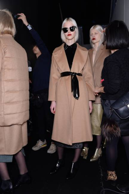 backstage-maxmara-milan-fashion-week-autumn-winter-2014-00159