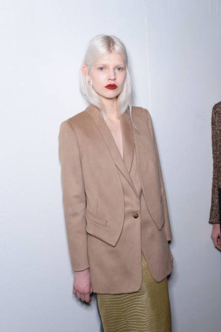 backstage-maxmara-milan-fashion-week-autumn-winter-2014-00173