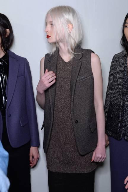 backstage-maxmara-milan-fashion-week-autumn-winter-2014-00190