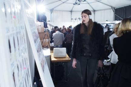 backstage-maxmara-milan-fashion-week-autumn-winter-2014-00206