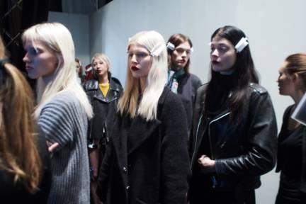 backstage-maxmara-milan-fashion-week-autumn-winter-2014-00214