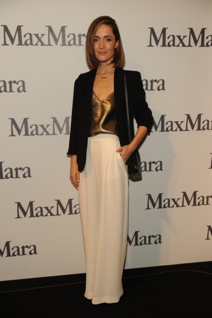 rose_byrne__next_2014_wif_max_mara_face_of_the_future_recipient__attending_the_fashion_show-00001
