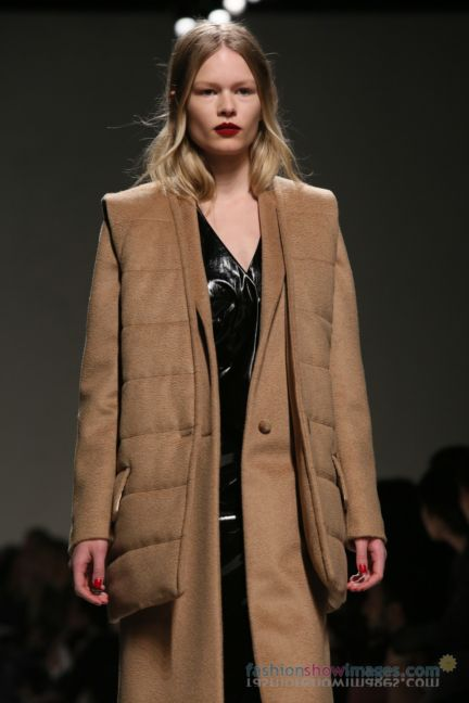 max-mara-milan-fashion-week-autumn-winter-2014-00050