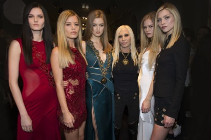 donatella-versace-backstage-milan-fashion-week-autumn-winter-2014-00003