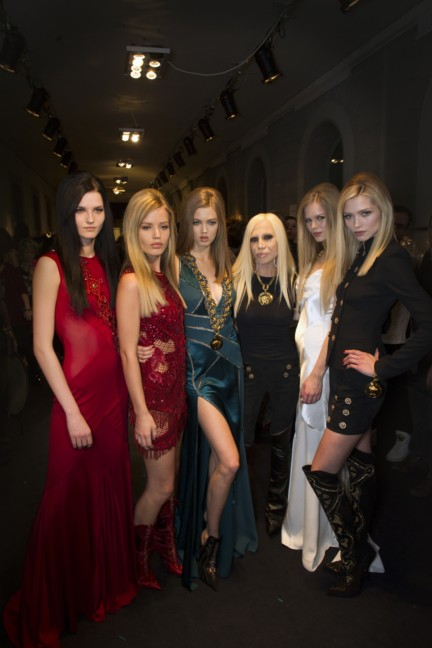 donatella-versace-backstage-milan-fashion-week-autumn-winter-2014-00004