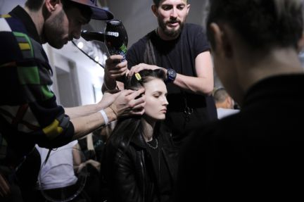 versace-backstage-milan-fashion-week-autumn-winter-2014-00005
